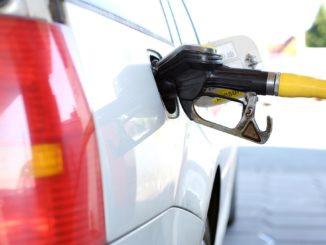 Alimentare la benzinărie. FOTO andreas160578