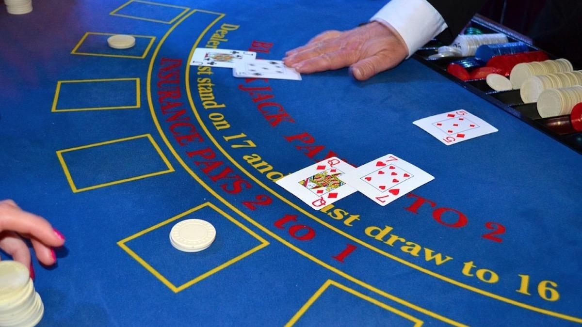 Cazinourile online au, de acum, dealeri live. FOTO Casinoble.ro