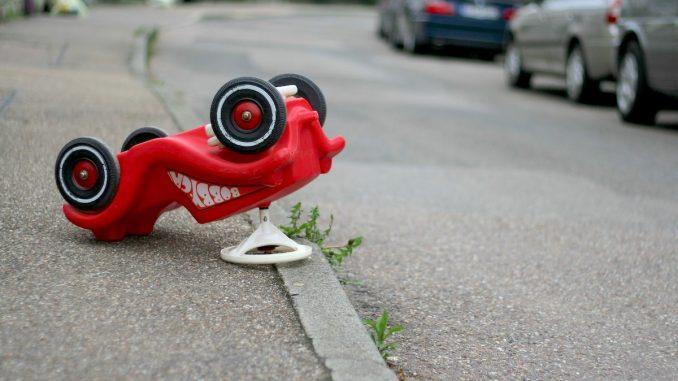 Mașinuță răsturnată. FOTO hoffmann-tipsntrips