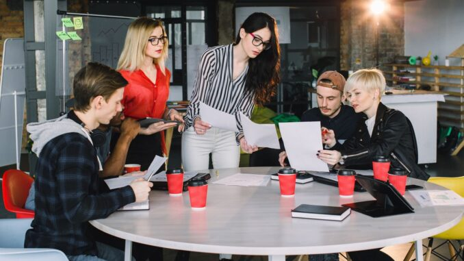 Codecool oferă posibilitatea plății şcolii după angajare