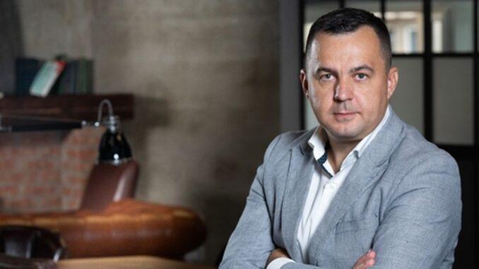 StockBinder conectează producătorii și furnizorii cu magazinele online. Ionut Farcas - Fondator și CEO StockBinder